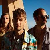 Letra Crystal Fighters - Boomin' In Your Jeep